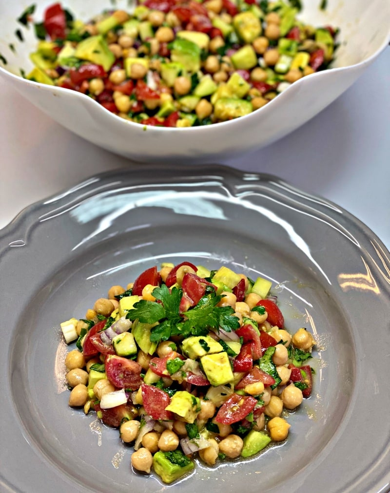 Chickpeas and avocado salad with olive oil dressing