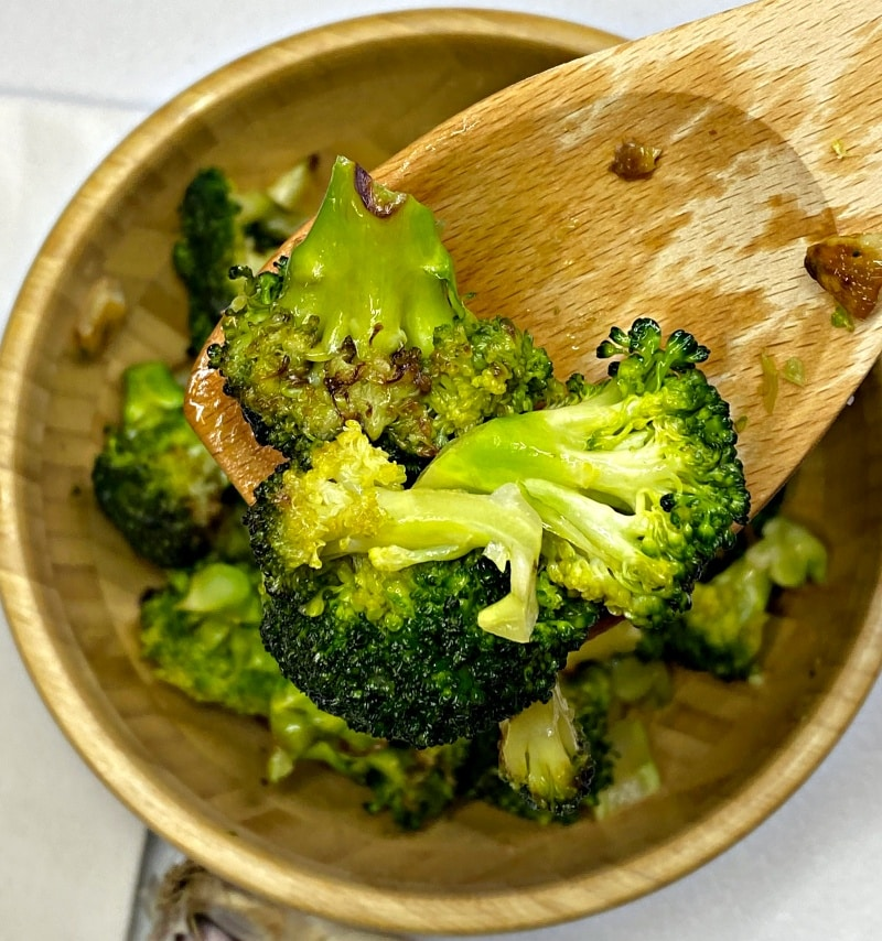 Roasted broccoli with sesame oil and seeds