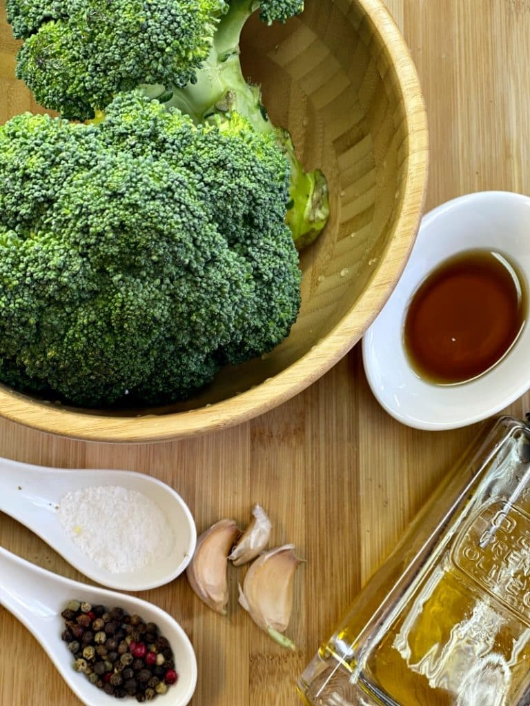 Roasted broccoli with sesame oil and seeds ingredients
