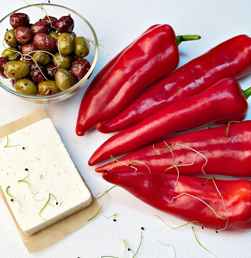 Roasted-red-peppers-with-feta-cheese-ingredients