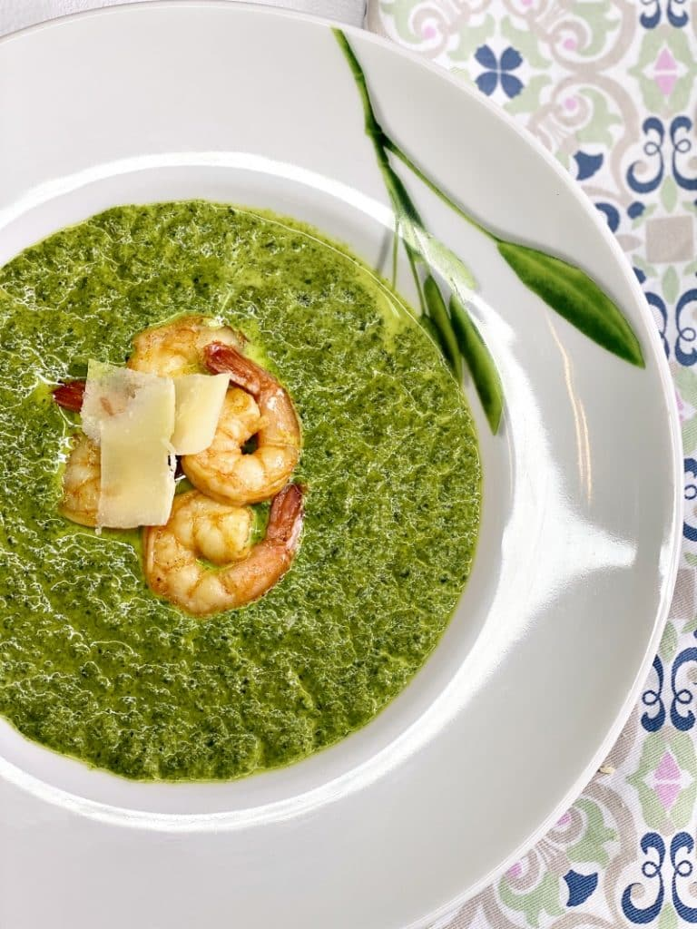creamy spinach soup with shrimps